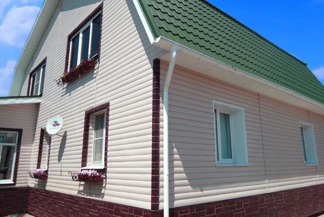 фото домов обшитых ханьей в несколько цветов частности